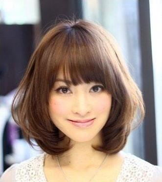 弧度圆滑的蘑菇头短发发型