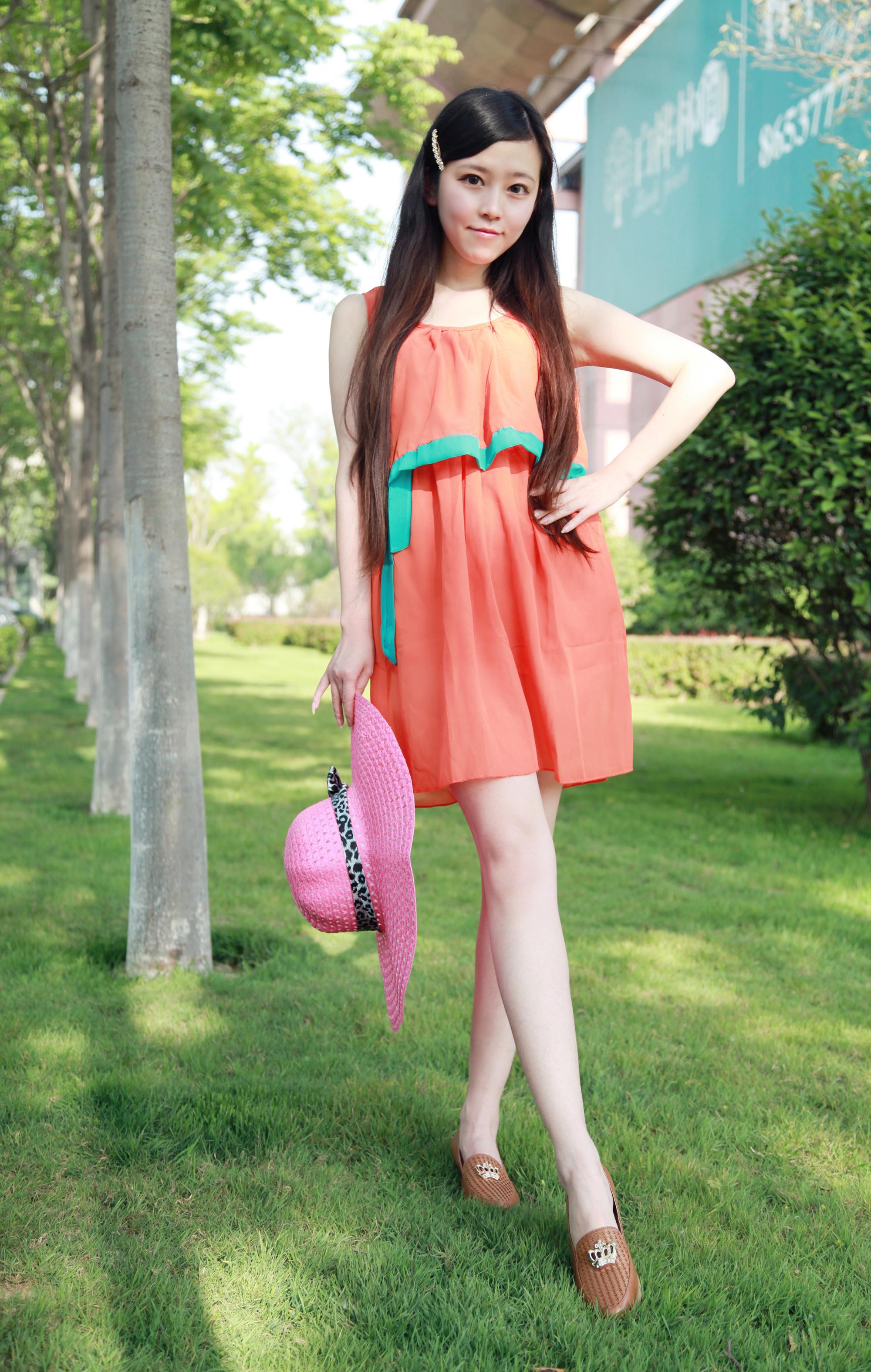 橘色雪纺连衣裙~搭配绿色长款防晒衣~~复古款反光