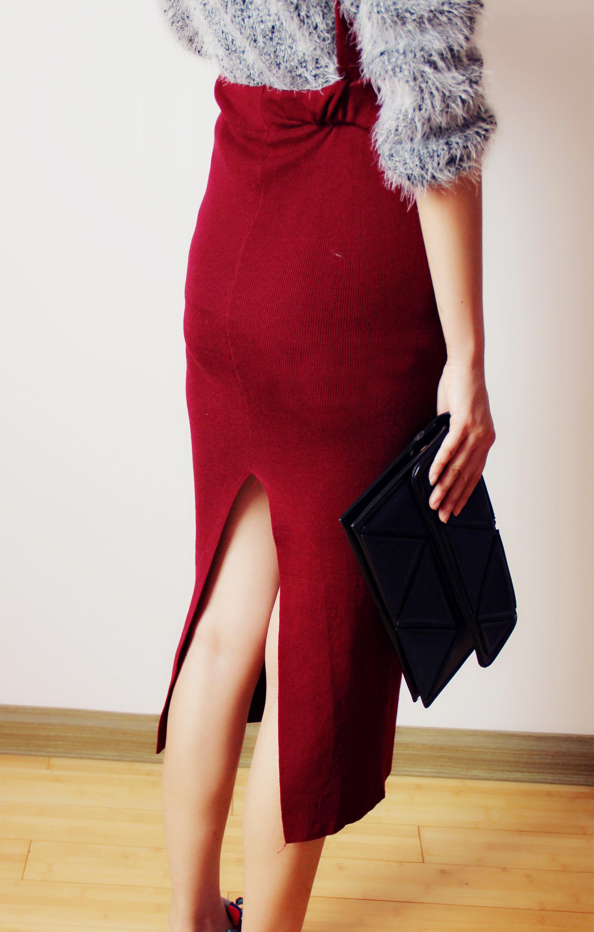 酒红色最爱,针织背带裙