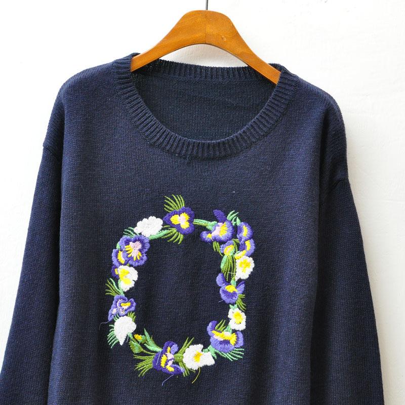复古刺绣花环圆领毛衣