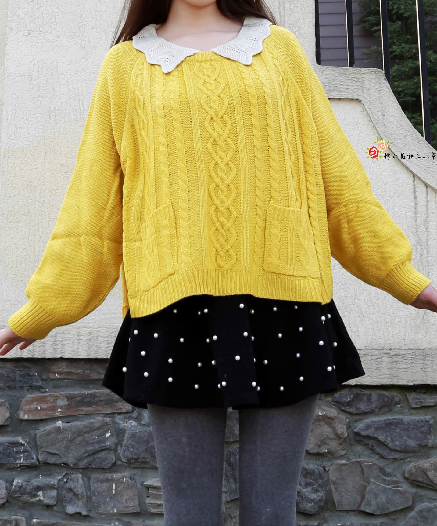 娃娃领的黄色蝙蝠袖毛衣搭配黑色珍珠呢短裙