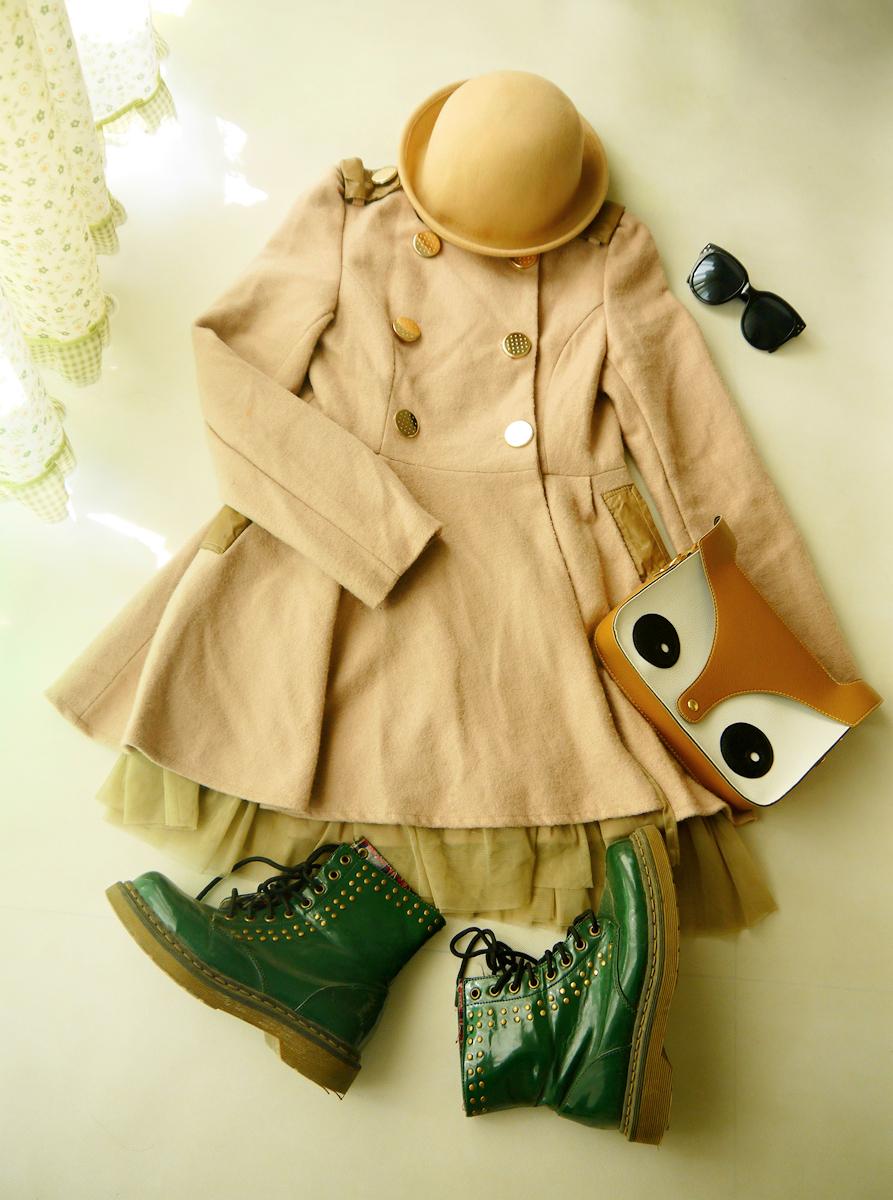 浅驼色的呢子裙外套,最喜欢这种一件管一身的衣服啦