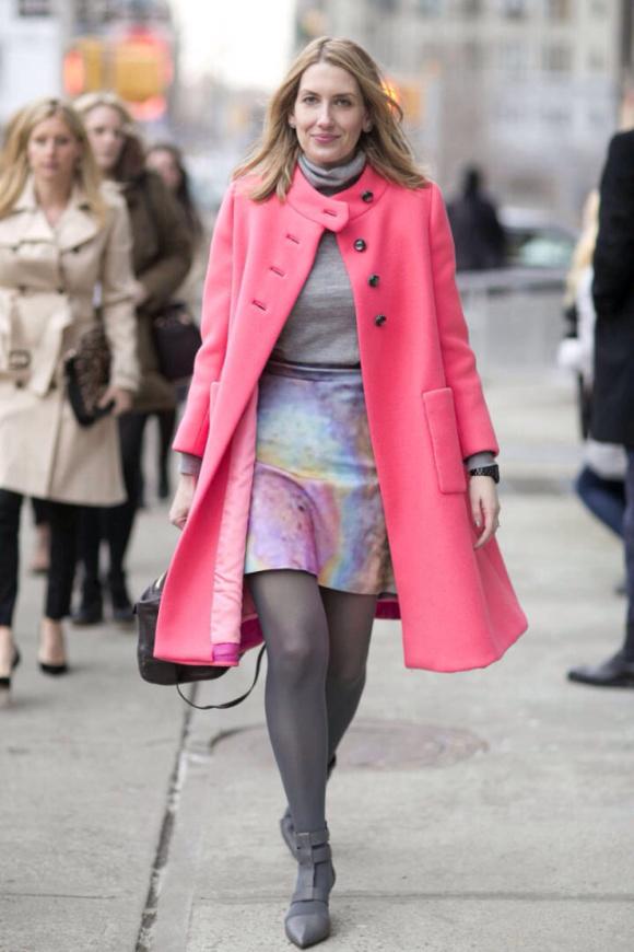 桃粉色大衣搭配水彩渲染感短裙