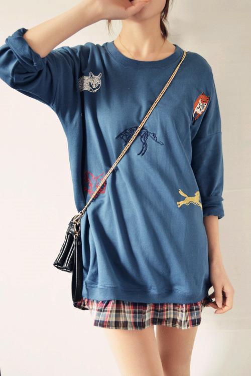 yy上面各种刺绣小动物图案,是整件衣服的亮点,下摆拼接格纹衬衫棉布