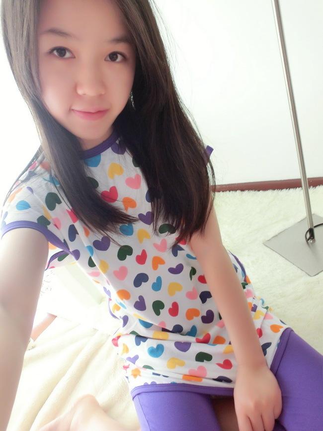 今年超热卖的韩国style,彩色小桃心超萌的哦~送闺蜜的拿手神器,很韩范