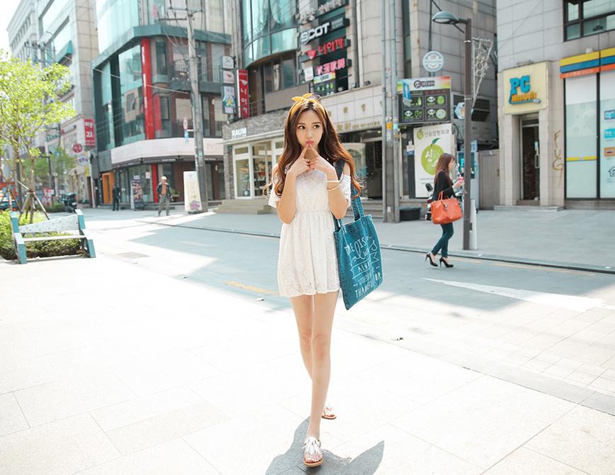 白色纯美蕾丝花边露肩裙