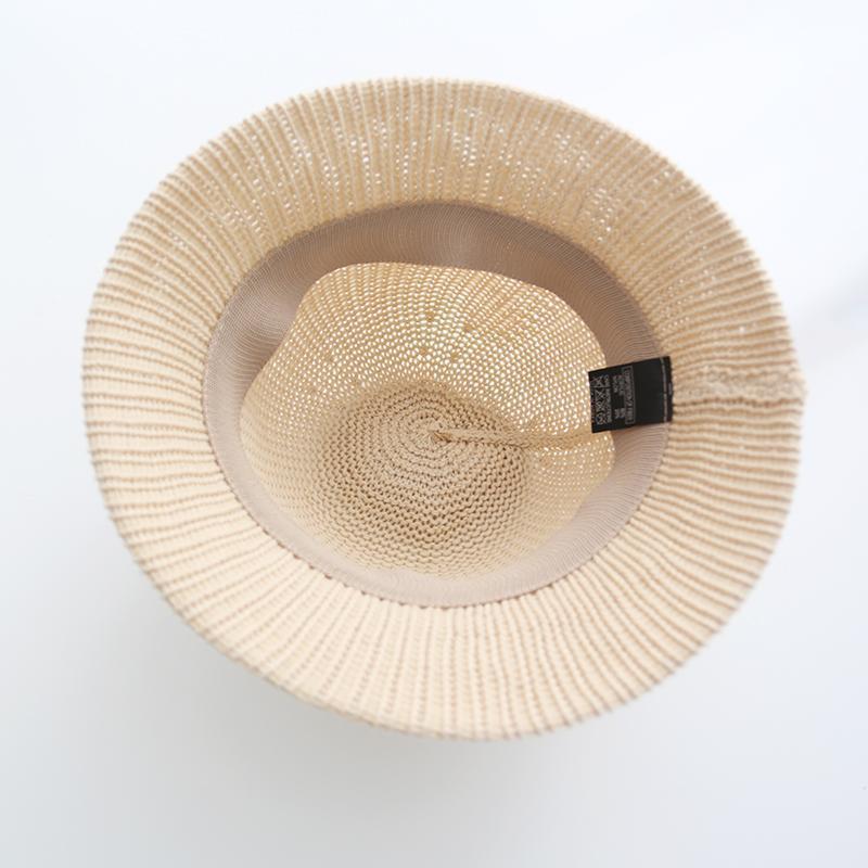 稀疏编织的草帽,帽顶柔韧不易变