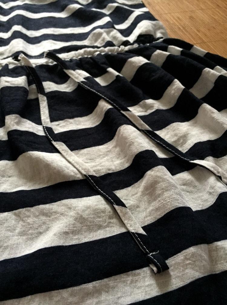 黑白条纹显瘦收腰连衣裙