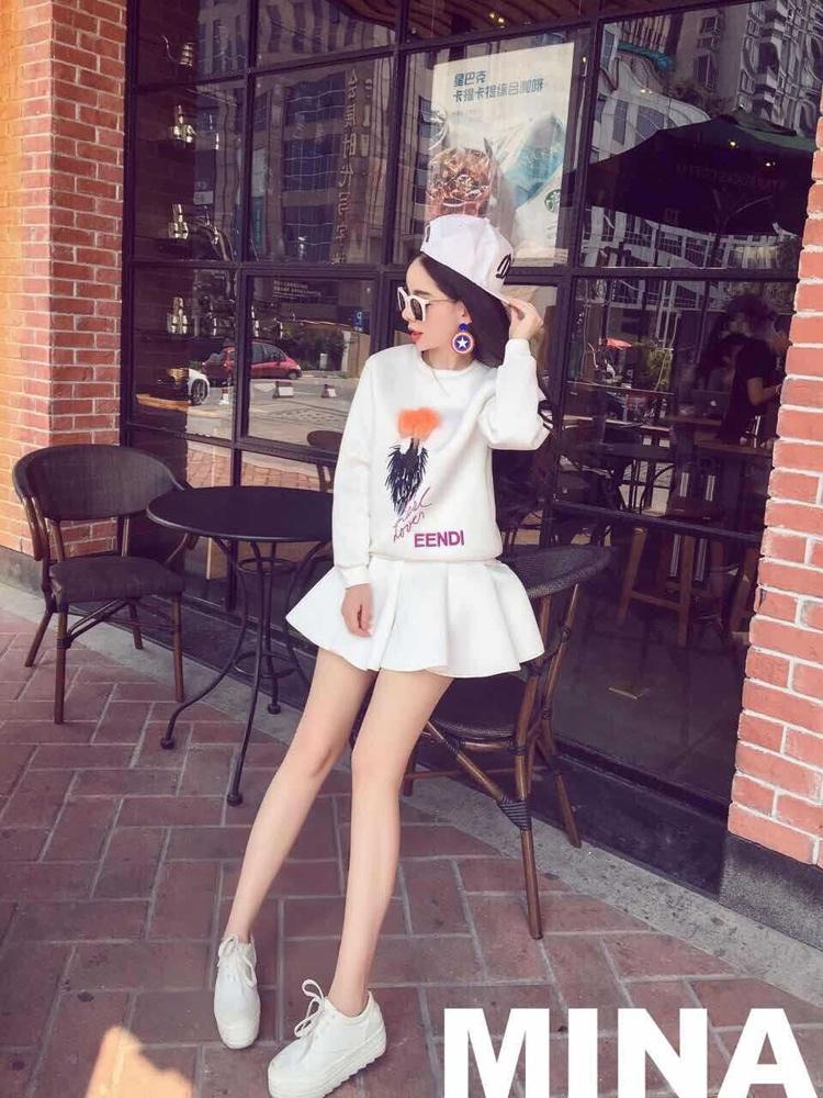 时尚上衣 百褶裙套装