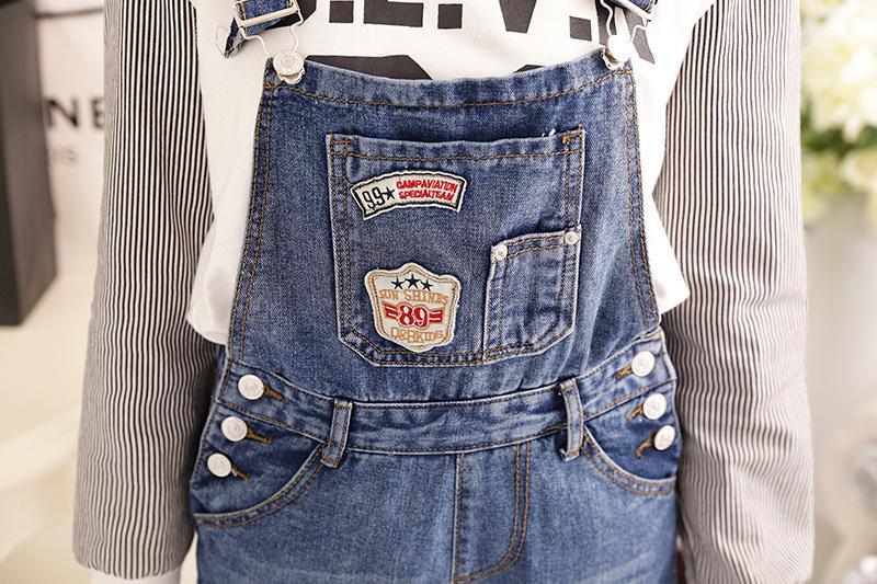 超显瘦破洞背带牛仔裤