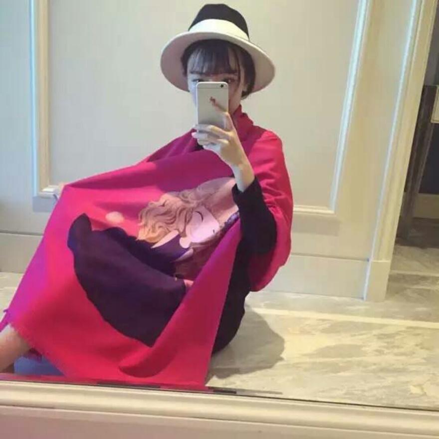 喷绘羊绒可爱娃娃款围巾