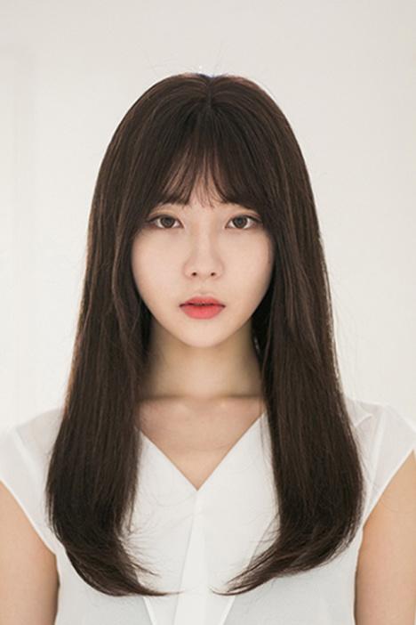 韩式空气感刘海发型图片 最新潮中长直发搭配刘海_红粉女性网-空气刘图片